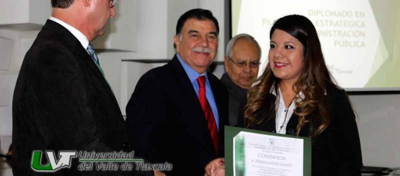 GOBERNADOR DEL ESTADO ENTREGA DIPLOMAS EN LA UVT