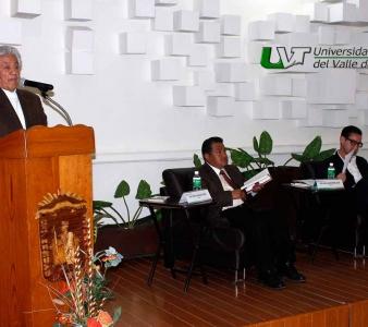 FRANCISCO MIXCOATL PRESENTA LIBRO EN LA UVT